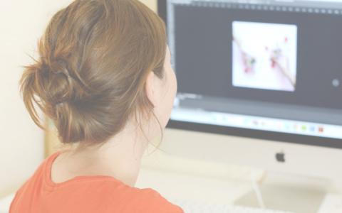 Play Créer une identité visuelle pour son blog avec Laura Leaf