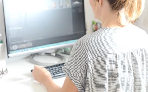Play Travailler en freelance avec Laëtitia du blog Eleusis & Megara