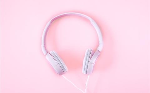 Play Trouver sa voie au son des podcast avec Sophie Roux